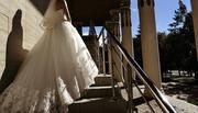 Свадебное платье цвет айвори пышное 42-44 размер со шлейфом