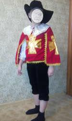 Продам новогодний костюм  мушкетер